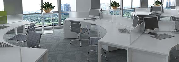 Oficina con espacios de trabajo
